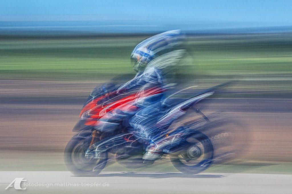 Motorrad Training Bremsen / EOS 5D Mark II / 105mm / f/11 / 0,5 Sek.