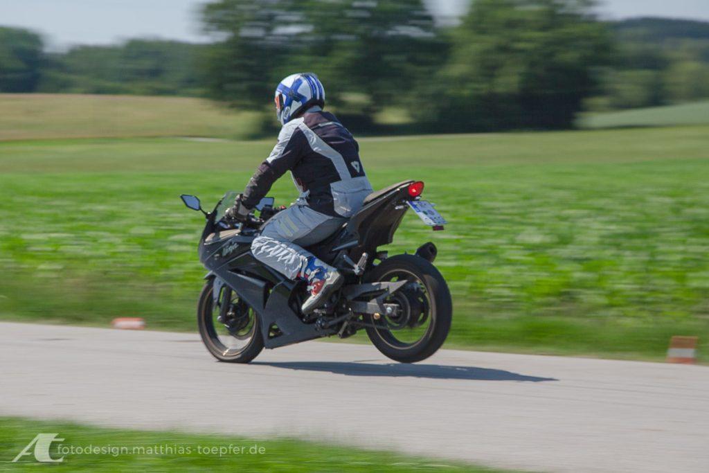 Motorrad Training Bremsen / EOS 5D Mark II / 83mm / f/8 / 1/40 Sek.
