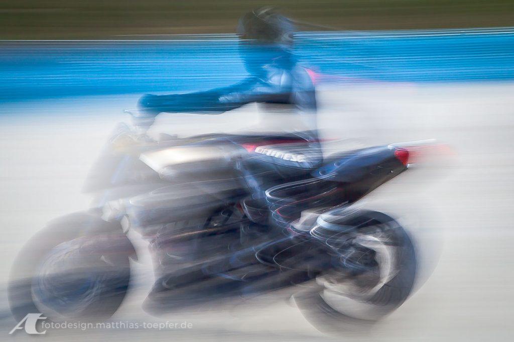 Motorrad Training Schräglage / EOS 5D Mark II / 80mm / f/16 / 0,5 Sek.