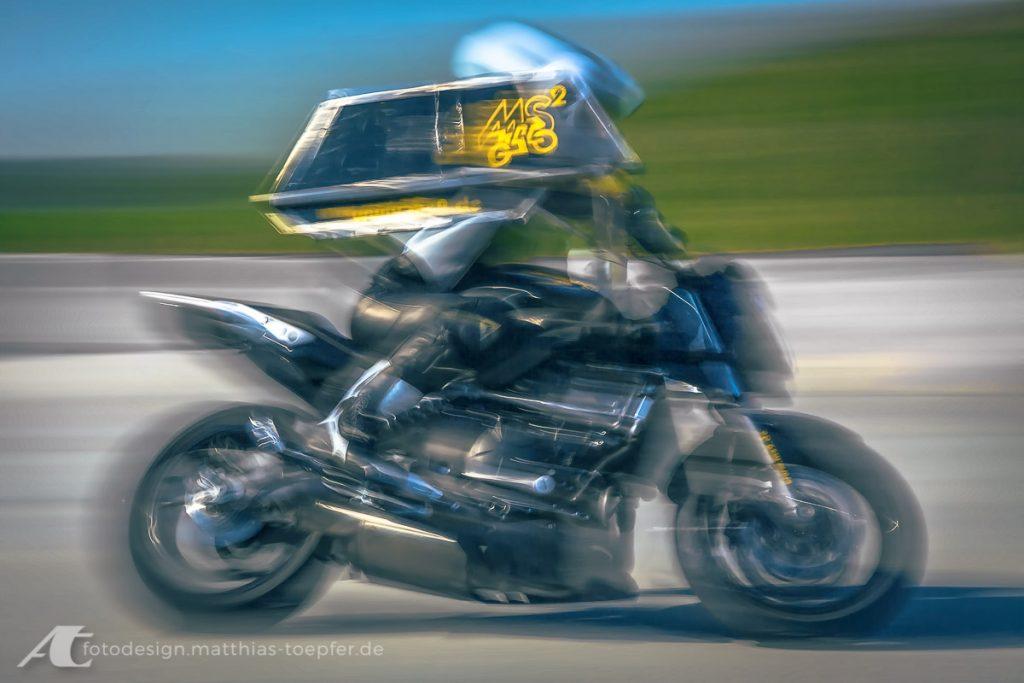 Motorrad Training Schräglage / EOS 5D Mark II / 96mm / f/9,0 / 0,3 Sek.
