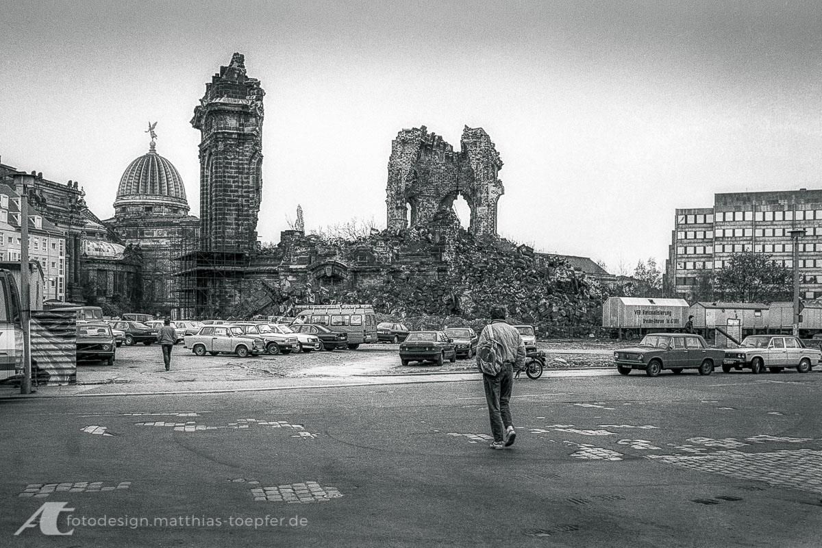 Ruine der Frauenkirche in Dresden im Frühjahr 1990