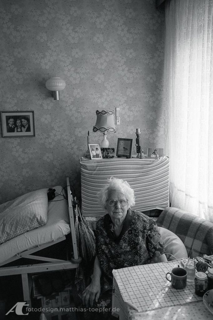 Johanna Töpfer 1990 im Altersheim bei Chemnitz