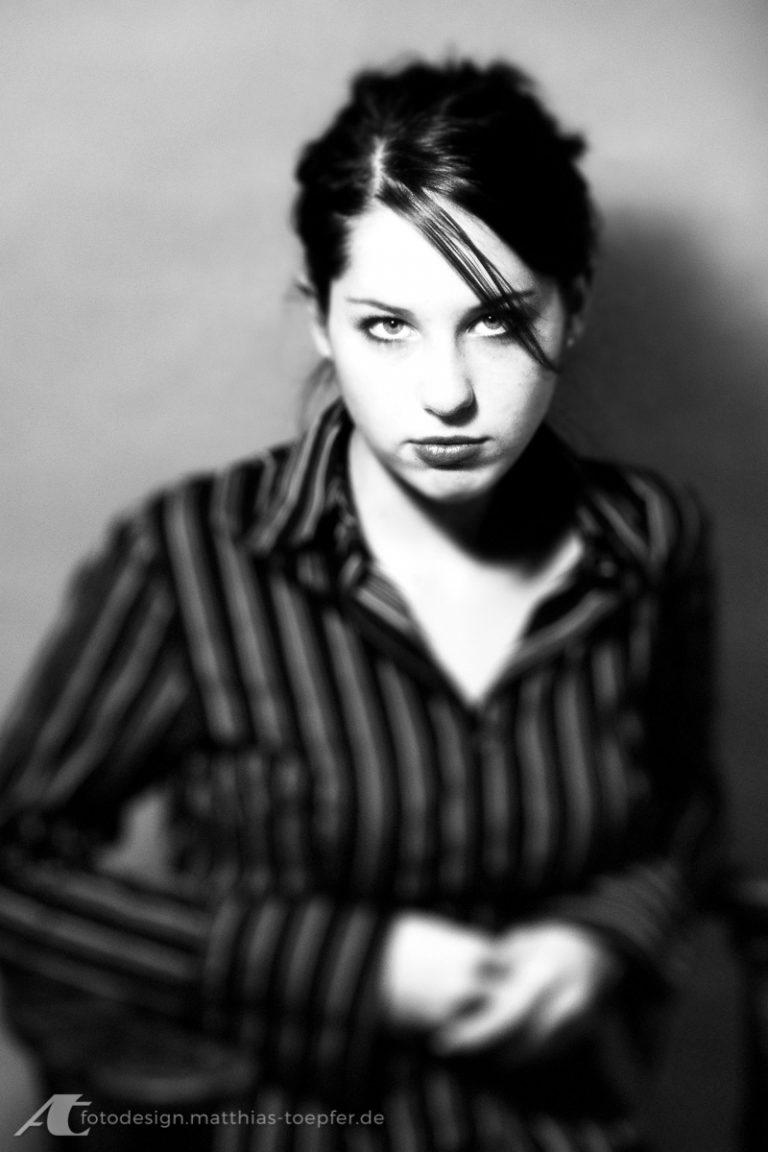 Available Light Portrait junge Dame digital aufgenommen